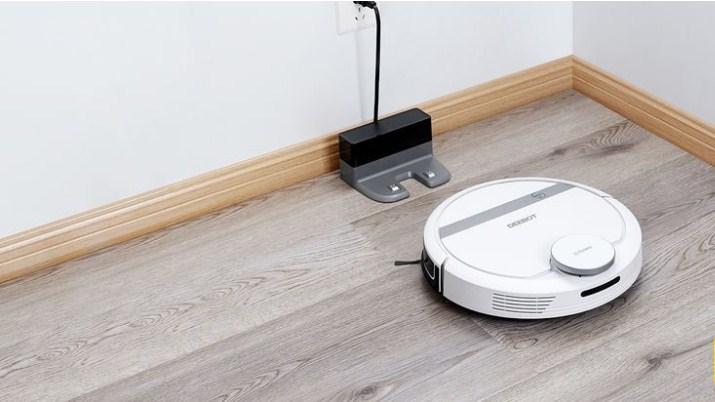 Robot hút bụi tự động Ecovacs Deebot DE55 quay trở về dock sạc nạp năng lượng thông minh