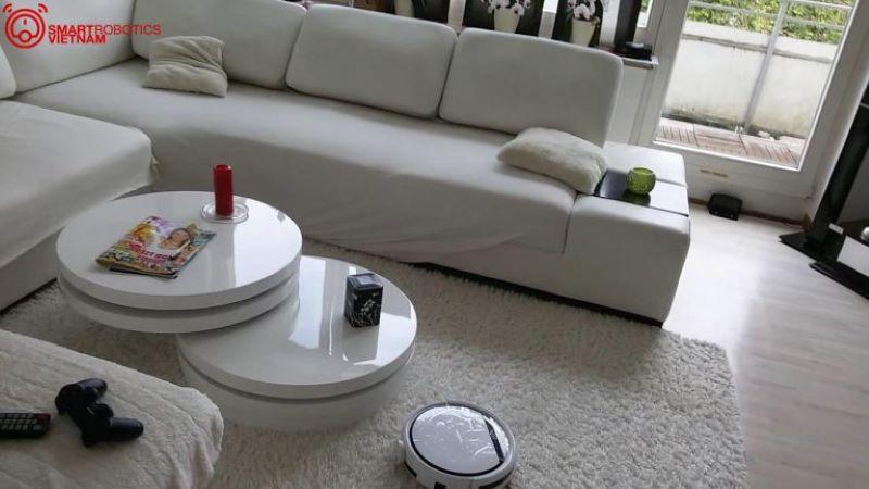 Không gian ngôi nhà trở nên hiện đại hơn khi được trang bị robot hút bụi thông minh