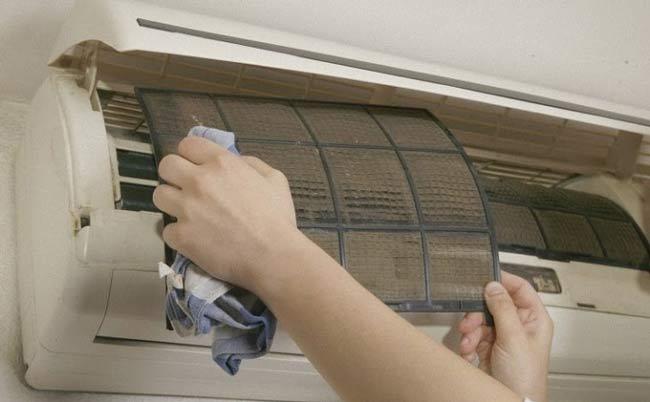 Lau khô các bộ phận thường xuyên ẩm ướt trước khi lắp màng lọc
