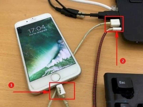 Sử dụng dây Cable để kết nối iPhone với máy tính